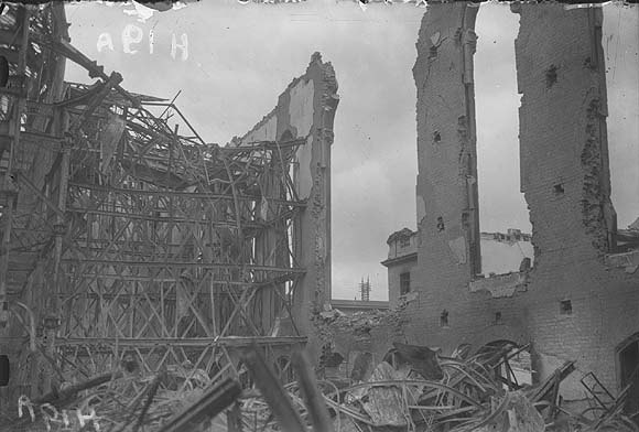 [Dublin ruins following the 1916 rising]